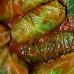 Gołąbki z grzybami w sosie pomidorowym
