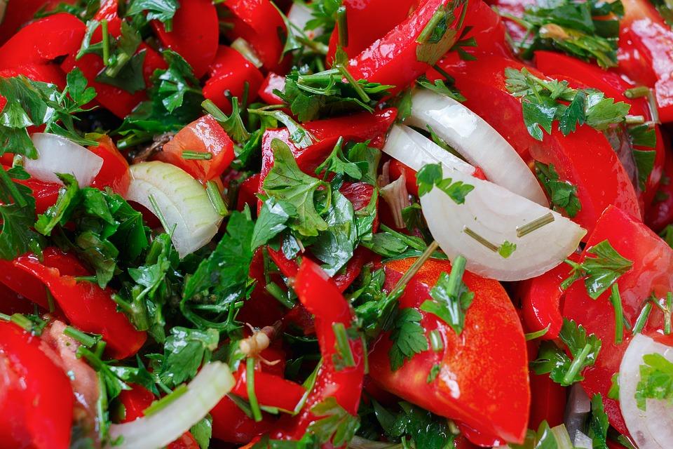 Surówka z pomidora i papryki